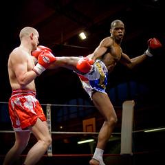 Kick Boxing (Cyril.Drouot) Tags: paris france sport de photo fight action kick box picture lick ko 09 boxing combat 2009 cyril reportage bowing championnat drouot arbitre reporte