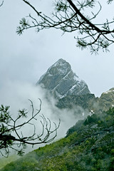 Valle de Pineta (geoorgesf) Tags: trip travel espaa mountain nature clouds landscape geotagged outdoors spring spain nikon europe view d70 espana aragon catalunya montaa espagne vacations montanha pyrenees pirineos ordesa sobrarbe parquenacional  naturalpark  bielsa  enunlugardeflickr  wwwholidaysinspaincomeste