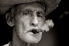- portrait bw blackandwhite street cuba nocrop cigar trinidad 2007 smoking noiretblanc