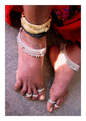 Same same (Elishams) Tags: woman india feet indian jewels indianarchive lambadi southindia andhrapradesh  tirumala 50millionmissing tribesandhya feetjewels elishams theindiatree