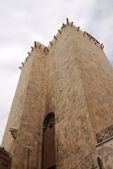 070427 - Sardegna - 225 - Cagliari - Porta dellElefante (mastino70) Tags: sardegna italy elephant tower nikon italia sardinia torre lookingup cagliari italians elefante d80 holidaysvacanzeurlaub