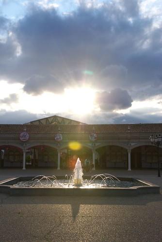 夕陽と噴水