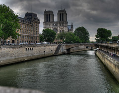 Notre Dame de Paris (Lolo_) Tags: bridge paris seine river cathedral notredame pont quai hdr fleuve iledelacité