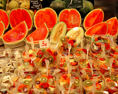 Today menu: Colorful fruit (Paco CT) Tags: barcelona espaa food color fruit canon healthy spain pattern order natural many comida catalonia fruta alimento pile vegetarian catalunya lasramblas heap abundance wholesome patron vegetal 2007 laboqueria sano orden pila mercatdelaboqueria vegetariano monton pauta thebigone muchos comestible supershot ixus55 comidavegetariana abundancia saludable abigfave colorphotoaward superaplus aplusphoto ltytr1 superhearts pacoct