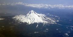 20070405103000ksfotocyvr aca561 oregon mounthood (midendian) Tags: oregon volcano aerial cascades mthood volcanoes mounthood cascaderange stratovolcano highcascades aca561 ac561 ksfotocyvr aircanada561