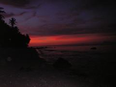 sunset pertama di pantai sumur tiga