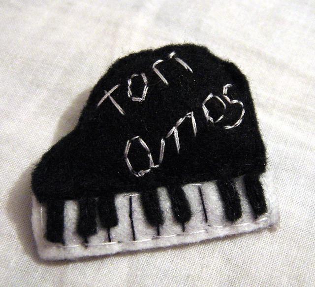 prendedor Tori Amos by *m_m* (pata de duende)