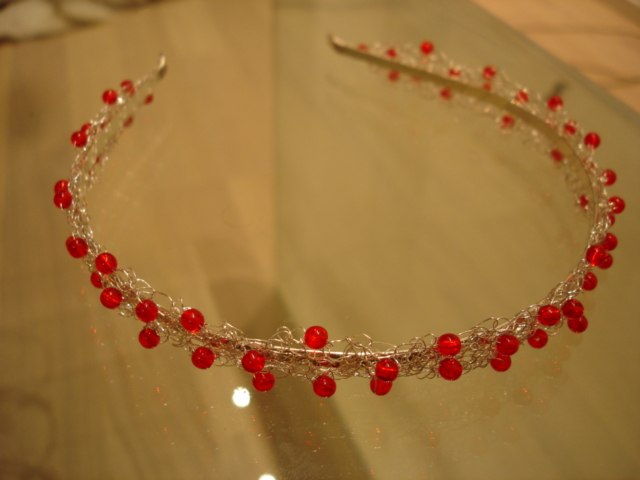 Peavõru hõbedane punasega