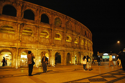 07 Colosseum is a hit among tourists
