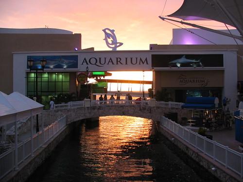 Sunset at La Isla -mall
