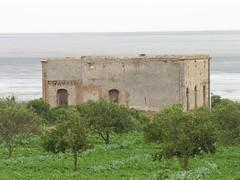 Vue de derrière d'El Balaas, avec la lagune au fond