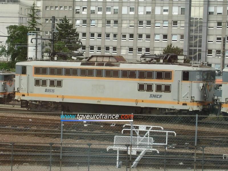 Une locomotive électrique monocourant BB 88500 SNCF au dépôt du Charolais