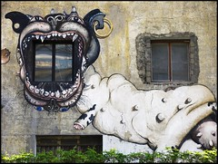 fentre en bouche (Arslan) Tags: dog paris building window arts wallart paris13