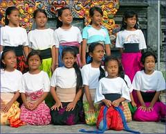 Bali - desa adat Kuta (Franc Le Blanc .) Tags: school girls bali indonesia dance asia searchthebest traditions pupils kuta tari adat konicaminolta tarian anakanak