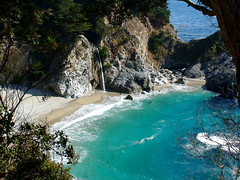 McWay Falls at Julia Pfeiffer Burns State Park, Big Sur (- Burning Rubber -) Tags: ocean california vacation usa west strand coast waterfall paradise wasserfall pacific urlaub sightseeing bigsur landmark explore highway1 miscellaneous kalifornien kste naturpark burningrubber juliapfeifferburnsstatepark trkis westen pazifik sehenswrdigkeit mcway supershot explored madeittoexplore pointofinterest frhwofavs photosexplore goldenvisions slateshotsprings touristfeature
