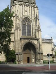 L'Eglise St Jean, leaning