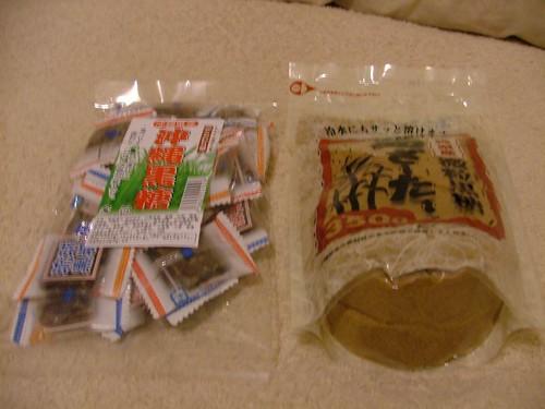 沖繩名產黑糖跟黑糖糖