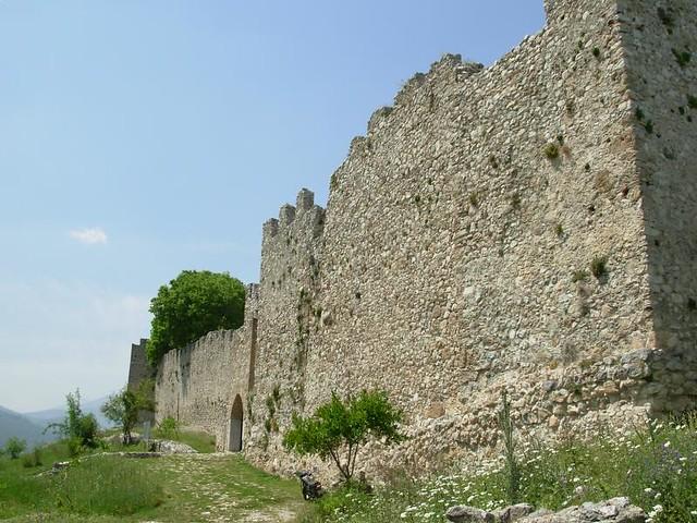 area externa do castelo platamon