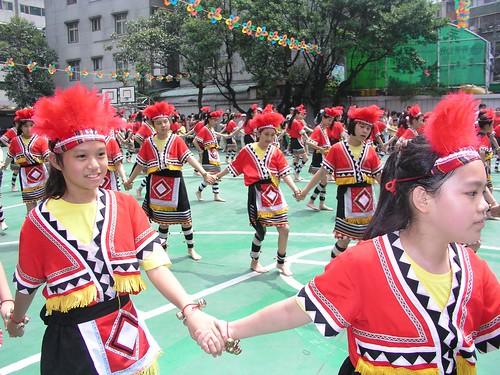 育才國小 50 週年(2007) 校慶 — 蓁妮五年級的山地舞表演