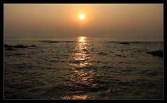 Sunrise (Vinoth Masilamani) Tags: sea sun sunrise vizag s3is vinothmasilamani