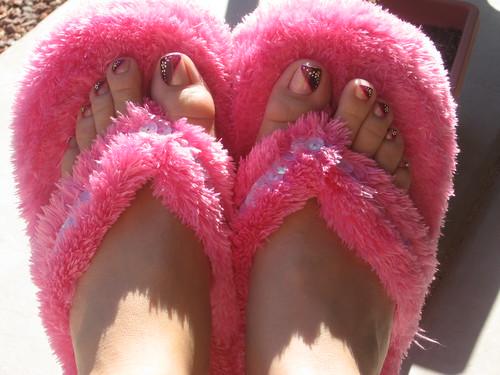 feet toes pedicure fuzzyslippers slippers hotpinkfuzzyslippers