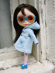 Jennifer (Brentments) Tags: las original sunglasses shop vintage dark outdoors spring mod doll jennifer gorgeous coat boutique kenner blythe brunette bangs fabulous bang 1972 wispy 2007 banged mininas jannese