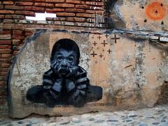 Mumble mumble... (Emanuele Rosso) Tags: graffiti spain olympus granada april aprile andalusia spagna 2007 albaicin writings albayzin chincheta