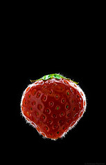 (Andreas Reinhold) Tags: red food black green fruit strawberry flash frucht strobe erdbeere onblack strobes strobist andreasreinhold blackbakckground