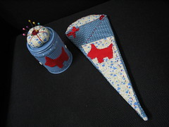 Kit Costura Scottie (Pedao de Amor) Tags: blue red azul vermelho polkadots bolinhas kit pincushion feltro scottie costura tesouras alfineteiro pedaodeamor