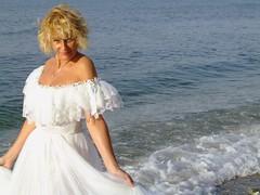 La cola de su vestido era la espuma del mar (Manme) Tags: mar agua ola mediterrneo novia mimadre torremuelle
