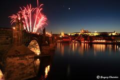 Prague - Le pont Charles + ville (Greg.C) Tags: moon water night canon landscape prague praha firework 5d charlesbridge supershot diamondclassphotographer flickrdiamond
