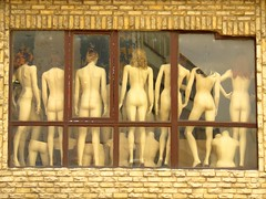 Naked Women in Istanbul - by robokow