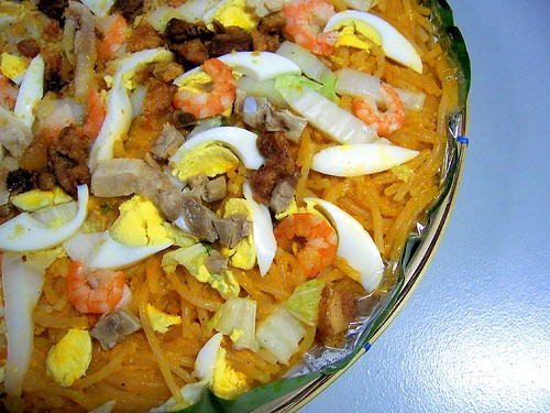 When the cats are in bansang Hapon, the mice will fill their tiyans with pancit malabon.
