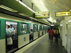 Paris Metro - Pont de Sevres (brunoboris) Tags: paris underground subway publictransit metro ratp wayfinding nexttrain