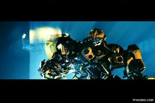 Pelicula de Transformers: Bumblebee perro