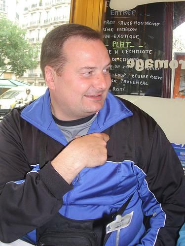Fabrice regardant Danielle-06v
