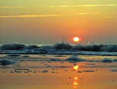 Sunrise - Waves - by glenn~