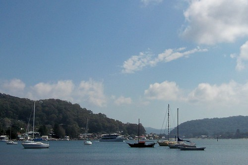 Lady Kendall II & green yacht in Hardys Bay