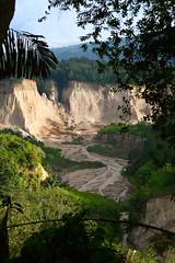 ngarai sianok (M3R) Tags: green nature indonesia earthquake valley landslide bukittinggi sianok canonef28105mmf3545usm canon400d westsumatera ngaraisianok mariaismawi