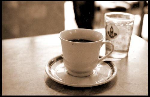 กาแฟออนล็อกหยุ่น - ไปทีไรก็ต้องสั่ง กาแฟร้อนไม่หวาน อย่างน้อย 1 แก้ว