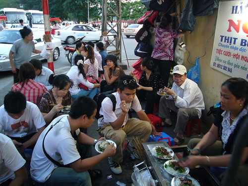 eating in hanoi