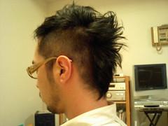 髪を切った
