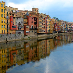 Girona reflections #2 (felber) Tags: houses espaa house reflection water reflections river spain europa europe catalonia girona catalunya gerona reflejos onyar felber 5for2 superaplus aplusphoto superbmasterpiece superhearts lunarvillage