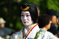 Up and down in Aoi Matsuri - 14 (aurelio.asiain) Tags: portrait people beauty face look festival japan temple persona japanese kyoto retrato traditional cara parade   sanctuary aoimatsuri  kamigamojinja    jappan aurelioasiain ionushi theasiaingallery