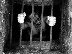 Rage (Stranju) Tags: bw blackwhite escape rage bn bianconero biancoenero fuga rabbia prigione sbarre catene scappare uscire stranju blackribbonbeauty paingraziesilly ritornoallavoro emblemadellunedi explore43850607 sfidephotoamatori sfidephotoamatoriwinner