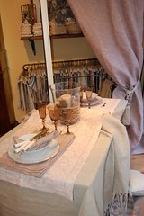 da Busatti, in due (maria grazia preda) Tags: italy window candle maria decoration lifestyle bologna shopwindow toscana tisch tovaglia bianco interiordesign candela tablesetting tenda bougie plat vetro tavola tessuti bicchieri piatti segnaposto grazia decoracin nappe vetrine stoffe preda visualmerchandising italianstyle  centrotavola receber tischdeko tischdekoration apparecchiare apparecchiatura busatti ricevere decorazionetavola tabledecorating mariagraziapreda decorerlatable