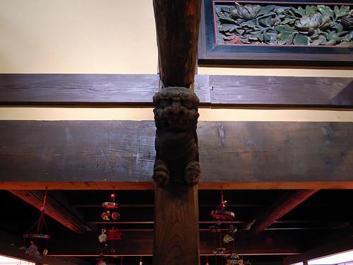 柱に狛犬 2