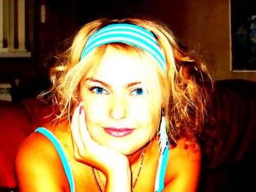 ojos azul saturado