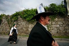 07125D3187 (Paulgi) Tags: road street portugal hat saint book europe lima walk flag vila franca outtake pilgrims romeiros minho 17mm paulgi top20street romeirosouttakes