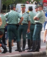 Guardia civil de Trfico (Oscar in the middle) Tags: spain guard police spanish civil cop ciclista policia vuelta guardia ejercito trafico agrupacion